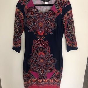 3/4 sleeve dress with pattern. Multicolored